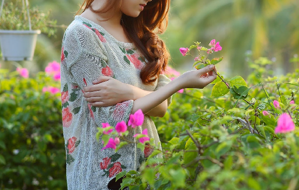 Singapore girl holding onto flowers and thinking